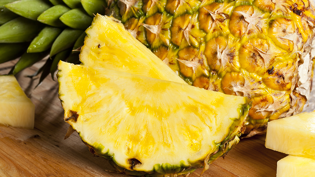 Pineapple-ananas-fruit-exotique